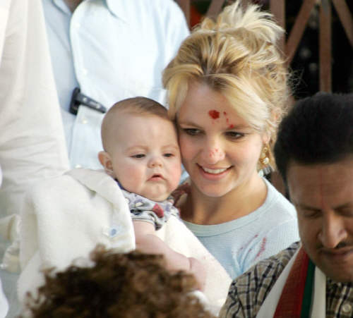 Britney drops in on Hindus