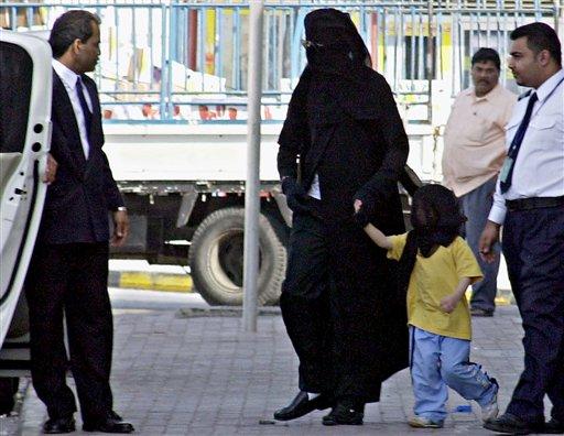 Jackson shopping dressed like Arab woman
