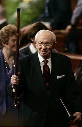 Gordon Hinckley holds forth